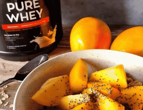 Porridge avec compote de cannelle et de kaki
